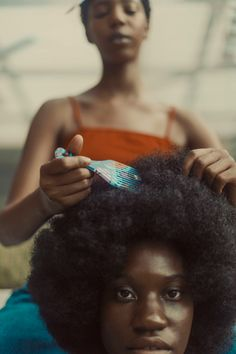 Pretty Black Girls, Beautiful Black Women, Afro Pick, Photographie Indie, Curly Hair Styles, Natural Hair Styles, Big Afro, Black Photography, Queen Hair