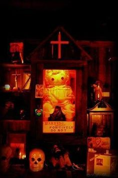 Discover The Warren's Occult Museum in Monroe, Connecticut: A collection of haunted artifacts chronicles the career of the world's most famous paranormal investigators. Scary Stories To Tell, Ghost Stories, Lorraine Warren Museum, New England Day Trips, Haunted Objects, Demonology, People Of Interest, Haunted Places, Scary Places