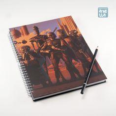 Libreta hecha a mano reciclando dos páginas de un viejo ejemplar de un libro de ilustraciones de «Star Wars».