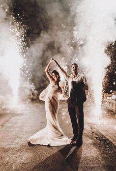 Night Wedding Photos, Wedding Night, Wedding Photoshoot, Wedding Pictures, Dream Wedding, Farm Wedding, Luxury Wedding, Wedding Reception, Wedding Fireworks