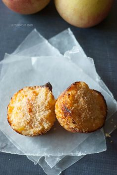 Easy baked macaroni and cheese muffins and the perfect meal that will make and kid!  The cauliflower baked in will make any mom happy! www.l...