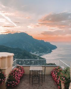 Today's travel guide is from the last stop on our honeymoon: Italy! We decided to add the Amalfi Coast onto ou. Ravello Italy, Amalfi Coast Italy, Vacation Trips, Day Trips, Heart Shaped Pizza, Southern Curls And Pearls, Healthy Living Magazine, Al Fresco Dining, Positano