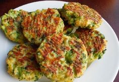 Low carb broccoli and cheese patties. Perfect for a snack for kids and adults. Healthy,homemade and yummy! Broccoli Patties, Broccoli Fritters, Fried Broccoli, Broccoli And Cheese, Broccoli Dishes, Cooking Broccoli, Broccoli Soup, Veggie Recipes, Vegetarian Recipes