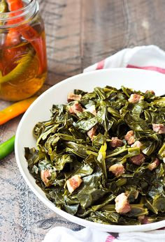 Southern Style Collard Greens - Tender and flavorful collard greens cooked with salt pork and seasonings. A classic southern staple! Vegetarian Barbecue, Barbecue Recipes, Vegetarian Cooking, Pork Recipes, Vegetarian Recipes, Italian Cooking, Oven Recipes, Easy Cooking, Easy Recipes