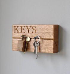 Настенная ключница из деревянного бруса