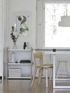 A Modern Interpretation of Traditional Ladder Shelves – The Hay Woody Shelf Design Scandinavian Style Home, Scandinavian Interior, Interior Design Inspiration, Home Decor Inspiration, Bauhaus, Black And White Interior, White White, Regal Design, Shelf Design