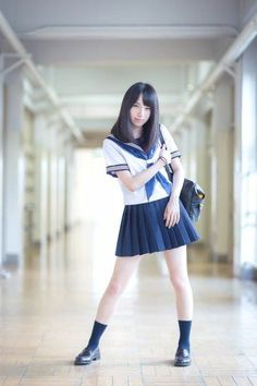 Today it's Japanese street style. Short pleated skirt and white or blue shirt are the base of the look. Cute School Uniforms, School Uniform Girls, Girls Uniforms, Cute Asian Girls, Cute Girls, School Fashion, Girl Fashion, Poses, Japanese School Uniform