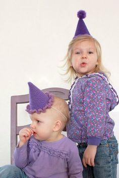 Free crochet party hat pattern from @Tara Murray (Mamachee)