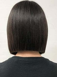 Shaggy Medium Length Bob - 60 Messy Bob Hairstyles for Your Trendy Casual Looks - The Trending Hairstyle Bobs For Thin Hair, Short Straight Hair, Short Hair Cuts, Short Hair Styles, Messy Bob Hairstyles, Medium Bob Hairstyles, Trendy Hairstyles, One Length Haircuts, Assymetrical Hair