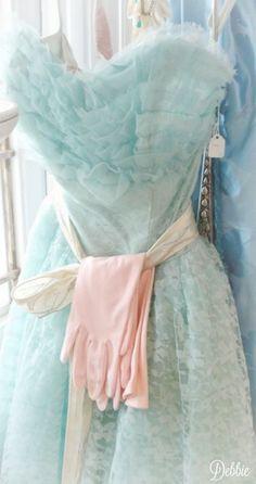 Vintage Party Dresses, Vintage Prom, Vintage Outfits, Vintage Fashion, Elegant Dresses, Beautiful Dresses, Pastel Skirt, Prom Dresses 2017, Pastel Fashion