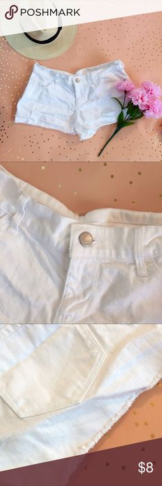 🚨SALE 🚨 Old Navy White Shorts size 2 Only worn once, great condition. Check out my other items and feel free to ask questions below! Old Navy Shorts Jean Shorts