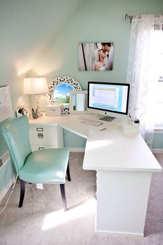 love this desk area!