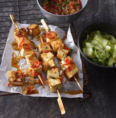 Grilované tofu špízy s okurkovým salátem , Foto: Marek Kučera Tofu, Shrimp, Food Porn, Meat, Beef, Treats