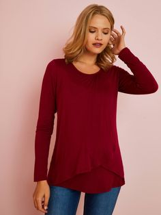 This T-shirt is so practical as it adapts to your changing shape and is also ideal for nursing! Maternity and nursing T-shirt Cross-over front panel on top Maternity Sale, Maternity Nursing, Red Media, Neue Trends, Tunic Tops, T Shirt, Bordeaux, Shape, Fashion