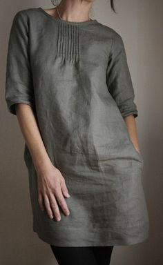 Love this linen dress! Tuck Dress, Mode Hijab, Linen Dresses, Sack Dresses, Mode Inspiration, Sewing Clothes, Dressmaking, Dress Patterns, Beautiful Dresses