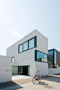 Ijburg Urban Villa by Pasel.Kuenzel Architects