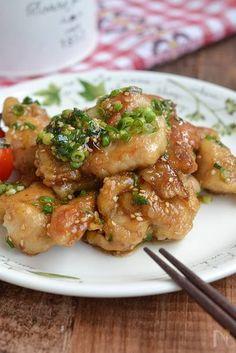 調理時間が短い「スピードおかず&作り置き」を試してみませんか?簡単な短時間作業だけで、やみつきになるほど美味しい一品が手軽に作れますよ。お弁当やおつまみに便利な時短おかずレシピと、冷蔵ストックにおすすめの作り置きレシピをご紹介します。 Home Recipes, Meat Recipes, Asian Recipes, Chicken Recipes, Cooking Recipes, Eat More Chicken, How To Cook Chicken, Main Dishes, Good Food