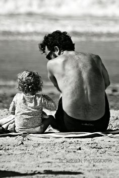 "Father & Daughter: ""Unhappy that I am, I cannot heave My heart into my mouth. I love your Majesty According to my bond; Father Daughter Poses, Father Daughter Photography, Daddy Daughter, Beach Family Photos, Beach Pictures, Daddys Little Girls, Daddys Girl, Family Goals, Happy Fathers Day"