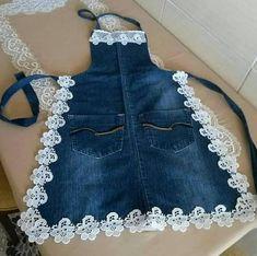 Eskiyen kotlarinizi bu sekil degerlendirebilirsiniz kizlar You can evaluate your worn jeans this way, girls Pin: 1074 x 1069 Sewing Aprons, Sewing Clothes, Diy Clothes, Denim Aprons, Sewing Rooms, Jean Crafts, Denim Crafts, Artisanats Denim, Denim Ideas