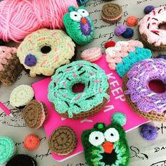 youtube.com/c/LasVaretasCrochetByGuala  #crochet #lasvaretascrochet #tutorial #diy #craft  #handmade #manualidades #crochetcupcake  #souvenir #amigurumi #donut #crochetdonut #pincushion #buho  #owl #cookie #crochetcookie #freepattern #nationaldonutday #crochetdonuts #bloggerday