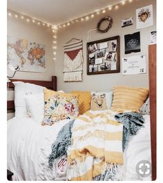 Loving these cute dorm rooms and dorm decor ideas! - Loving these cute dorm rooms and dorm decor ideas! Loving these cute dorm rooms and dorm decor ideas! Classy Dorm Room, Cute Dorm Rooms, College Dorm Rooms, Diy Dorm Room, Dorm Room Colors, Dorm Room Bedding, Uni Dorm, Boho Dorm Room, Diy Dorm Decor