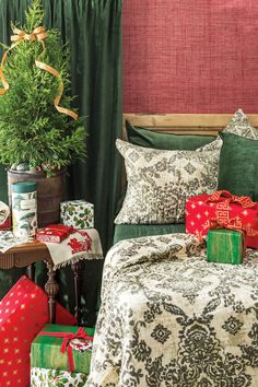 Christmas Traditions, Christmas Themes, Christmas Decorations, Holiday Decorating, Amity Home, Romantic Homes, Silver Christmas, Red Green, November