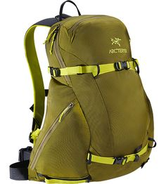 Quintic 20 Backpack Compact, stable 20 litre freeride touring daypack for skiers and snowboarders looking for smart organization and a comfortable carry.