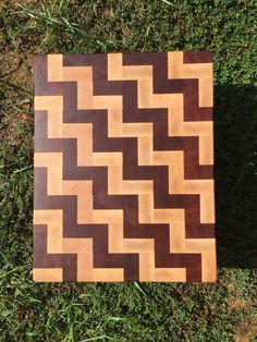 Sapele and Maple End Grain Cutting Board by BoardsandBowls End Grain Cutting Board, Diy Cutting Board, Wood Cutting Boards, Wood Boards, Woodworking Box, Woodworking Projects, Diy Wood Projects, Wood Crafts, Craft Sale