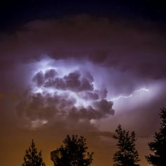 workaholiccoffeeaddict: The power and beauty of a storm. oh my goodness. workaholiccoffeeaddict: The power and beauty of a storm. oh my goodness Im in love with storms Thunderstorm Clouds, Thunderstorms, Amazing Gifs, Amazing Nature, Storm Shadow, 1 Gif, Funny Tattoos, No Me Importa, Mists