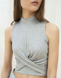 Front knot top - T-Shirts - Bershka United Kingdom Casual Wear, Casual Dresses, Casual Outfits, Cute Outfits, Sport Outfits, Girl Outfits, Fashion Outfits, Top Knot, Knotted Shirt