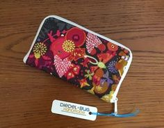 Hey everyone! Erin of Diedel*Bug Handmade here. I got a crazy idea and decided to make our sweet Swoon Patterns Pearl Wallet Clutch into a zip around wallet! I'll stop the teasing you now and get on with the tutorial. First things first, you need to swing by and grab your copy of the Pearl Clutch Wallet Clutch… Pattern …