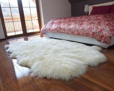 GIANT RUG FOUR sheepskin White Throw Genuine leather Sheep Skin Decorative rug White comfy, cozy, Natural very thic! Boho Living Room, Living Room Decor, Bedroom Decor, Bedroom Carpet, Living Room Carpet, Wall Carpet, White Fur Rug, White Throws, Fluffy Rug