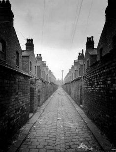Example of 19th century working-class Manchester - Love a good B&W picture of the old days me :)