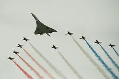 Concorde G-BOAD and the Red Arrows completing a flypast for the queen's golden jubilee Concorde, Military Jets, Military Aircraft, Tupolev Tu 144, American Wallpaper, Avro Vulcan, Airplane Photography, Library Art, Kitty Hawk