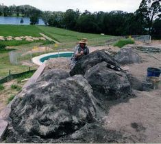Artificial Rock and Fake Rock making. Make your own pofessional looking Artificial garden and landscaping rocks using our training DVD and guidance. Mailbox Landscaping, Mulch Landscaping, Landscaping With Rocks, Garden Features, Water Features, Concrete Pool, Diy Concrete, Concrete Projects, Artificial Rocks