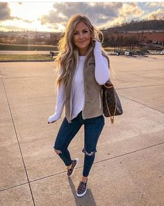 winter outfits vest Running all the last minute er - winteroutfits Casual Fall Outfits, Fall Winter Outfits, Autumn Winter Fashion, Autumn Casual, Shoes For Winter, Winter Wear, Cute Outfits For Fall, Everyday Outfits Simple, Comfortable Fall Outfits