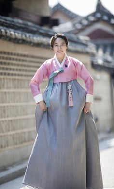 Korean Traditional Dress, Traditional Fashion, Traditional Dresses, Traditional Styles, Oriental Dress, Beauty Around The World, Cheongsam, Lolita Dress, Women's Fashion Dresses