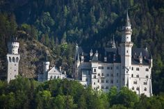 10 of Europe's royal palaces so stunning they will leave you speechless. EasyVoyage 9-4-2017