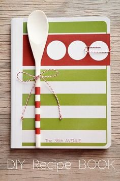 DIY Recipe Book - A simple gift idea for Christmas, foodie friends, kitchen teas, kids moving out of home, work colleagues or family. Make a personalised cover and include your favourite recipes. Simple Gifts, Easy Gifts, Creative Gifts, Homemade Gifts, Handmade Christmas Gifts, Homemade Christmas, Christmas Crafts, Christmas Colors, Christmas Recipes