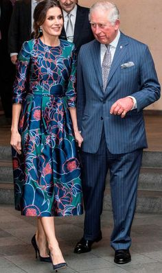 Prince Charles Photos - Prince Charles, Prince of Wales and Queen Letizia of Spain attend the opening of 'Sorolla: Spanish Master of Light' at the National Gallery on March 2019 in London, England. - Prince Charles Photos - 14 of 24038 Fashion Looks, Beauty And Fashion, Royal Fashion, Princess Letizia, Queen Letizia, Trafalgar Square, Prince Charles, Elizabeth Ii, Vestidos Carolina Herrera