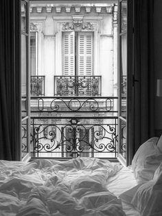 Der perfekte Weg, um in Paris aufwachen. Eine Tasse Kaffee und einen Blick auf d… The perfect way to wake up in Paris. A cup of coffee and a view of the Parisian rooftops from your bed. Paris Hotels, Hotel Paris, Paris Paris, Hotels Paris France, Paris Flat, Bedroom Scene, Cozy Bedroom, Bedroom Ideas, Bedroom Designs