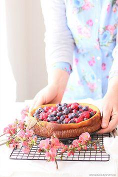 ... blueberries & raspberries ricotta cake ...