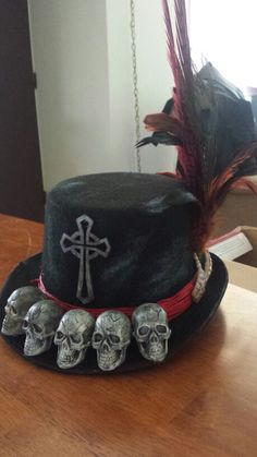 Voodoo priest hat Voodoo Party, Voodoo Halloween, Halloween Hats, Halloween 2016, Halloween Projects, Holidays Halloween, Halloween Make Up, Halloween Decorations, Witch Doctor Costume