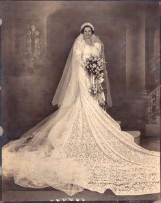 Long Wedding Dresses, Bridal Dresses, Wedding Gowns, Vintage Wedding Photos, Vintage Bridal, Vintage Weddings, Wedding Pictures, Wedding Attire, Wedding Bride