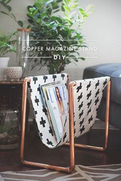 projekte mit kupfer, 17 Gorgeous DIY Copper Projects That Will Add Elegance To Any Decor Diy Projects To Try, Home Projects, Do It Yourself Projects, Backyard Projects, Magazine Stand, Magazine Racks, House Magazine, Diy Casa, Creation Deco