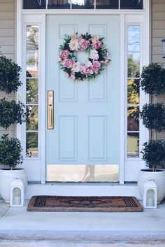 Summer Front Porch Ideas & Endless Summer Hydrangeas - The Pink Dream - - Sharing some Summer Front porch ideas: beautiful potted hydrangeas, outdoor pillows, front door decor and everything you will need to spruce up front porch. Front Porch Seating, Front Door Porch, Front Porch Design, Front Door Decor, Front Door Plants, Front Door Hardware, Porch Doors, Front Door Monogram, Summer Front Porches
