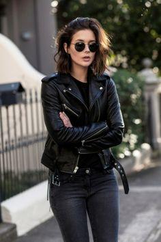 que mettre avec un pantalon noir, veste en cuir, lunettes de soleil noires, 5066289488e