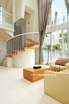 Living Room with Big Curtain. Photographer: iDEA/Adeline Krisanti