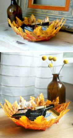 Elegante centro de mesa con hojas de plástico - Muy Ingenioso