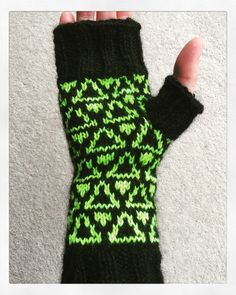 Tolkowsky mitts by Maddie Harvey Designs. Fingerless Gloves, Arm Warmers, Winter, How To Make, Design, Fashion, Mittens, Moda, Cuffs